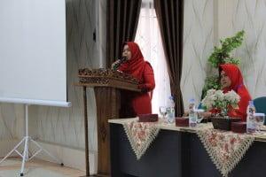 Wakil Dekan III FST UIN Suska, ibu Zaitu memberikan sambutan dan membuka acara.